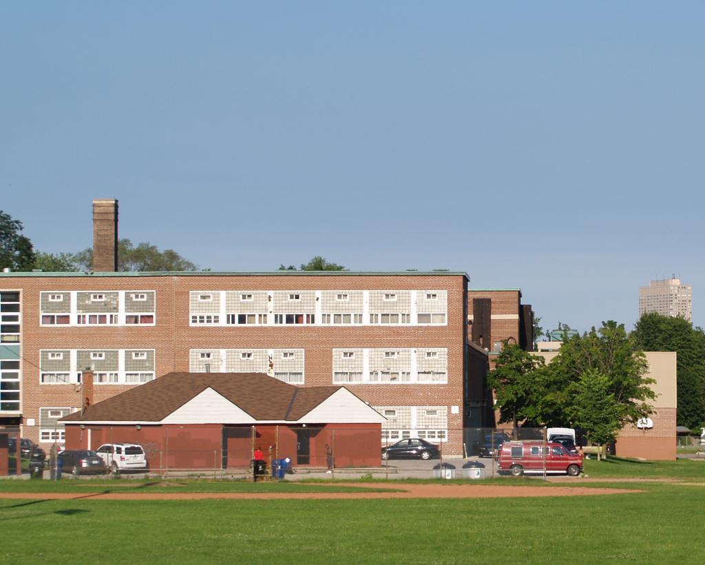 Leaside_High_School